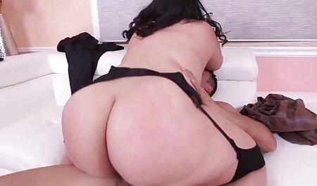 Maduro pornografia estrela pronto para porra com uma pessoa em a sofá xxx porno gratis free para diversão