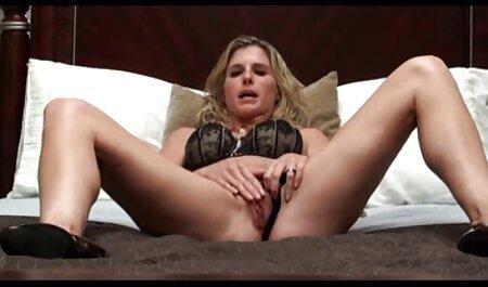 Uma mulher madura com bunda boa, videos de sexo gratis forte redonda, muito feliz em oferecer serviços sexuais para um homem