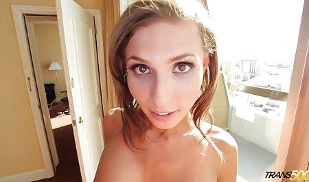 Uma mulher vídeos pornô caseiro grátis madura tem que pagar o preço por uma criança pequena para um passeio em um carro com uma prostituta