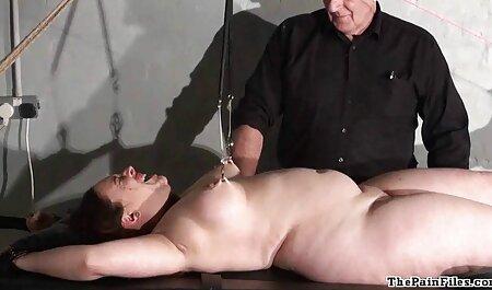 modelo pornô imagens porno gratis maduro de luxo insere um vibrador dourado em sua buceta